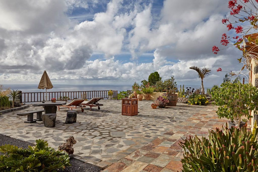 holiday home on La Palma with ample sun terrace and stunning sea view